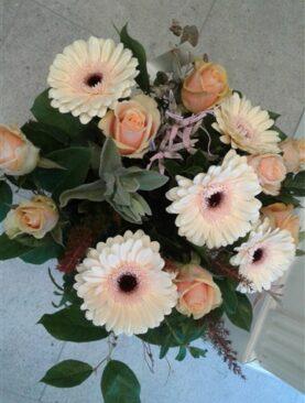 BOEKET 4 : gemengde bloemen zalmkleurig